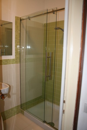 shower with sliding system