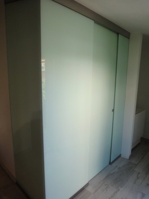 Realization of fixed and stained-glass sliding door to make a bathroom inside the rooms