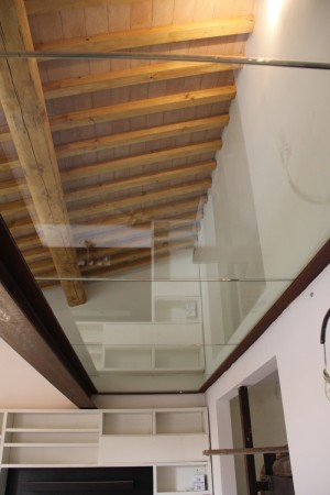 Armoured glasses for mezzanine inside the House